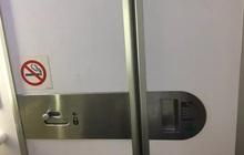 Thanh niên 19 tuổi trốn vào toilet máy bay hút thuốc, chây ì nộp phạt