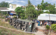 Xe quân đội đâm sập taluy lao xuống vực, 2 người tử vong