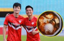 Đồng đội về nước gần hết, Bùi Tiến Dũng và Hoàng Đức ở lại Dubai mới ăn một món hot trend mang từ Việt Nam sang