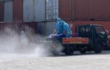 TP.HCM: Quân đội phun khử khuẩn cảng quốc tế ở TP. Thủ Đức do ca nghi mắc Covid-19 từng đến làm việc