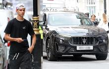 Con trai Beckham xuống phố sương sương với bạn thân ca sĩ, đã đẹp trai lại còn lái siêu xe bóng loáng hơn 2 tỷ dù mới 18 tuổi
