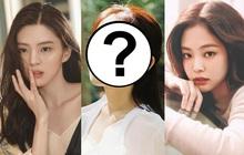 Mẫu Hàn nổi sau 1 đêm vì hội tụ nét đẹp của toàn mỹ nhân hot Kbiz: Lai Han So Hee - Shin Se Kyung, có cả nét đặc biệt của Jennie?