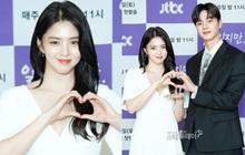 """""""Tiểu tam"""" Han So Hee khoe vòng 1 trắng nõn bên nam thần mới nổi, combo visual làm khán giả """"gào thét"""""""