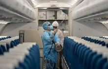 Hà Nội khẩn tìm người trên chuyến bay liên quan ca dương tính SARS-CoV-2