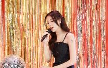 """Phí Phương Anh chia sẻ cảm giác lần đầu hát live: """"Cánh tay run cầm cập, không cầm chắc được micro"""""""