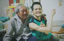 Bất ngờ nổi tiếng cộng đồng mạng, bác xe ôm già và con trai tật nguyền đã có cơm no ngày 3 bữa nhờ lòng tốt của người Sài Gòn