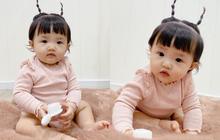 """""""Tiểu bánh bao"""" nhà Đông Nhi để tóc 2 sừng nhìn y chang chú dế mèn phiên bản """"cute"""", bảo sao bố mẹ mê làm dáng cho con suốt"""