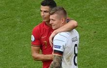 Sau khi Bồ Đào Nha thua tan nát, có một cầu thủ Đức đã giúp Ronaldo vui vẻ trở lại và đây là nội dung cuộc trò chuyện của cả hai