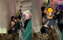 """Chuyện dễ thương dưới cơn mưa giông Hà Nội: """"Bố đây mà, bố bảo vệ con mà"""""""