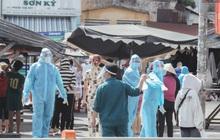 Cận cảnh phong tỏa mọi ngóc ngách tại chợ truyền thống ở Sài Gòn vì liên quan đến ca mắc Covid-19