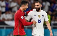 Ngay khi Bồ Đào Nha bị Pháp chọc thủng lưới, Ronaldo bỗng có hành động cực đặc biệt với cầu thủ ghi bàn của đối phương