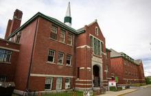 Phát hiện thêm hàng trăm mộ tập thể trẻ em ở trường nội trú Canada