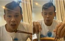 """""""Ông chú"""" Tấn Trường ăn bào ngư vi cá, tranh thủ mở livestream trong lúc chờ rời khu cách ly"""