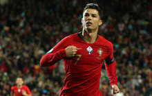 Hành động đặc biệt của Ronaldo với trái bóng trước khi ghi cả 2 bàn thắng vào lưới tuyển Pháp