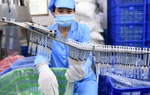 Bộ Y tế tiếp nhận 150 triệu bơm kim tiêm cho chiến dịch tiêm chủng vaccine Covid-19 lớn nhất trong lịch sử