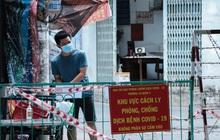 Cận cảnh phong tỏa con hẻm vừa phát hiện 50 ca nghi mắc Covid-19 ở Sài Gòn