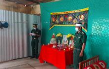 Nghẹn ngào hình ảnh người lính biên phòng chịu tang cha trên chốt biên giới
