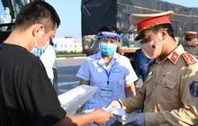 Hà Nội phát hiện 25 trường hợp nghi nhiễm trong 9 ngày tại các chốt kiểm soát ra vào thành phố