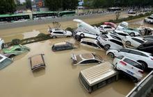"""Loạt hình ảnh khủng khiếp nhất trong đợt mưa lũ """"nghìn năm có một"""" nhấn chìm tỉnh Hà Nam (Trung Quốc) chỉ trong vài ngày"""
