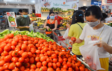 Trái ngược với chợ truyền thống, siêu thị tại Hà Nội thưa người ngày đầu cách ly xã hội theo Chỉ thị 16