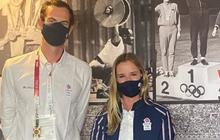 Andy Murray chụp chung với nữ VĐV xinh đẹp trước thềm Olympic, ai ngờ phải lên tiếng xin lỗi chỉ vì... cái quần
