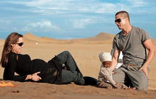"""Bóc trần bí mật của Brad Pitt - Angelina Jolie: Dàn xếp paparazzi giả vờ chụp lén để """"tẩy trắng"""" sau khi """"cắm sừng"""" vợ cũ Jennifer"""