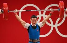 """Thạch Kim Tuấn thi hỏng, lực sĩ Trung Quốc lập kỷ lục Olympic, """"đè bẹp"""" đối thủ để ẵm HCV"""