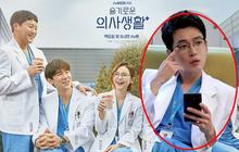 """Bác sĩ Jun Wan lộ """"hint"""" sau máy quay Hospital Playlist, lại còn khiến fan """"cười té ghế"""" vì một điều trên Instagram"""