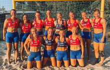 Đội bóng ném bãi biển nữ Na Uy bị phạt vì không chịu thi đấu với bộ bikini, ca sĩ Pink đề nghị nộp thay
