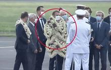 """Tổng thống Pháp bất ngờ biến thành vòng hoa khổng lồ di dộng, vẻ mặt """"tôi ổn"""" càng khiến mọi người thích thú"""