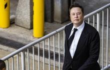 """Chỉ trong một buổi báo cáo thu nhập, ông Elon Musk """"châm chọc"""" Apple đến 2 lần"""