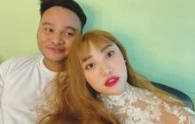 """Chuyện đêm tân hôn của Vinh Râu - Lương Minh Trang hot trở lại: Bị FAP TV """"chơi khăm"""" mừng toàn tiền lẻ, đếm tới 4 giờ sáng"""