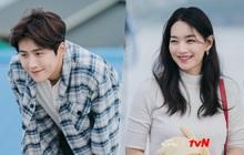 """Shin Min Ah - Kim Seon Ho rạng rỡ trong teaser phim mới, dân tình đặt luôn biệt danh là """"cặp đôi má lúm"""""""