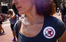 Nhiều người Mỹ lén lút đi tiêm vắc-xin ngừa COVID-19