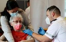 Quốc gia đầu tiên tiêm mũi vaccine Covid-19 tăng cường cho người trên 60 tuổi