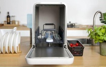 Đây là chiếc máy rửa bát rất đáng mua cho hội độc thân, giá chỉ 8 triệu và có thể vệ sinh được cho smartphone