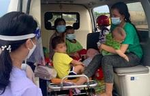 """Vụ 2 ông chồng """"bỏ quên"""" vợ con giữa đường khi chạy xe máy về quê tránh dịch: 2 người phụ nữ cùng 4 cháu nhỏ đã được hỗ trợ đưa về"""