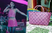 Tiện như Ariana Grande: Mua giỏ đi chợ có ngay bộ đồ, đã thế còn khéo chọn màu để fan gọi tên BLACKPINK