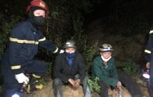 Giải cứu người đàn ông bị mắc kẹt trên vách núi giữa đám cháy rừng