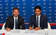 Video: Messi đặt bút ký vào bản hợp đồng bom tấn và đi chào hỏi đồng đội, HLV mới
