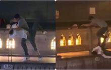 """Phẫn nộ clip nam thanh niên thản nhiên livestream cảnh 1 nạn nhân bị đẩy ngã xuống sông ở Nhật Bản: """"Đúng rồi, đạp nó xuống"""""""