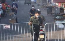 Ảnh: Chợ Long Biên tạm đóng cửa sau khi xuất hiện ca dương tính với SARS-CoV-2