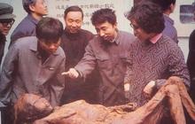 Vụ án đào mộ chấn động: Xác chết cổ nhất Trung Quốc bị ném xuống mương, hung thủ bại lộ vì bức thư nặc danh!