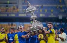 """Đội bóng đoạt chiếc cúp siêu to khổng lồ """"4 người khiêng mới nổi"""" nhờ hạ gục nhà vô địch La Liga"""