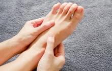 4 hiện tượng bất thường xuất hiện ở chân là dấu hiệu cảnh báo mỡ máu cao mà bạn không nên chủ quan bỏ qua
