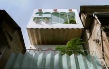"""Ngôi nhà trong hẻm nổi bật với gam xanh mint siêu cưng, hay nhất là thiết kế zigzag độc lạ """"đỉnh của chóp"""""""