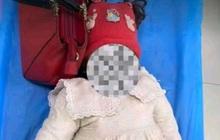 Bé gái 1 tuổi chết tức tưởi sau khi cán bộ làng đưa vào nhà vệ sinh, hành động của bà mẹ nhận chỉ trích nặng nề
