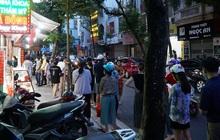 Sau khi người dân xếp hàng mua bánh Trung thu đông nghịt ở phố Thuỵ Khuê, một loạt cửa hàng đã phải tạm dừng hoạt động