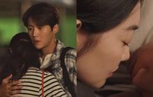"""Shin Min Ah """"rình"""" hôn lén Kim Seon Ho ở tập 8, kết quả thế nào mà khiến fan Hometown Cha-Cha-Cha tiếc ngẩn ngơ"""