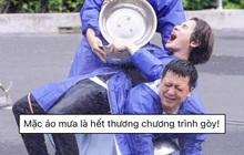 """Jack chơi trò hứng nước, netizen buột miệng: """"Mặc áo mưa là hết thương chương trình rồi!"""""""